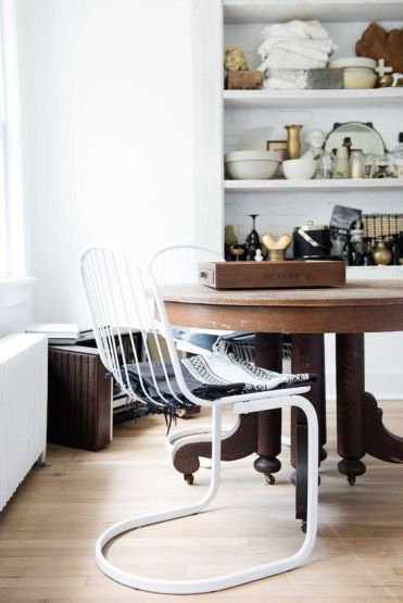 Domino Magazine / Table : Garden Style Living / Design : Leanne Ford Interiors / Photo : Nichole Franzen