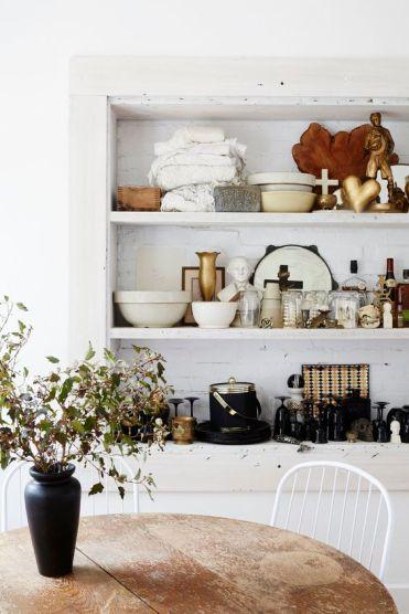 Domino Magazine / Flower vase, and most accessories : Garden Style Living / Design : Leanne Ford Interiors / Photo : Nichole Franzen