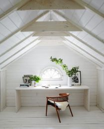 Chair, vase, busts : Garden Style Living / Design : Leanne Ford Interiors / Photo : Nichole Franzen