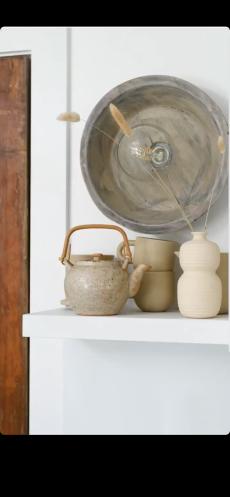 Vintage Asian tea set: Garden Style Living / Design: Leanne Ford / Photo: Erin Kelly
